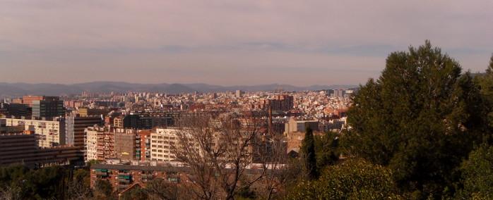 Vue sur Barcelone depuis la route menant à l'atelier