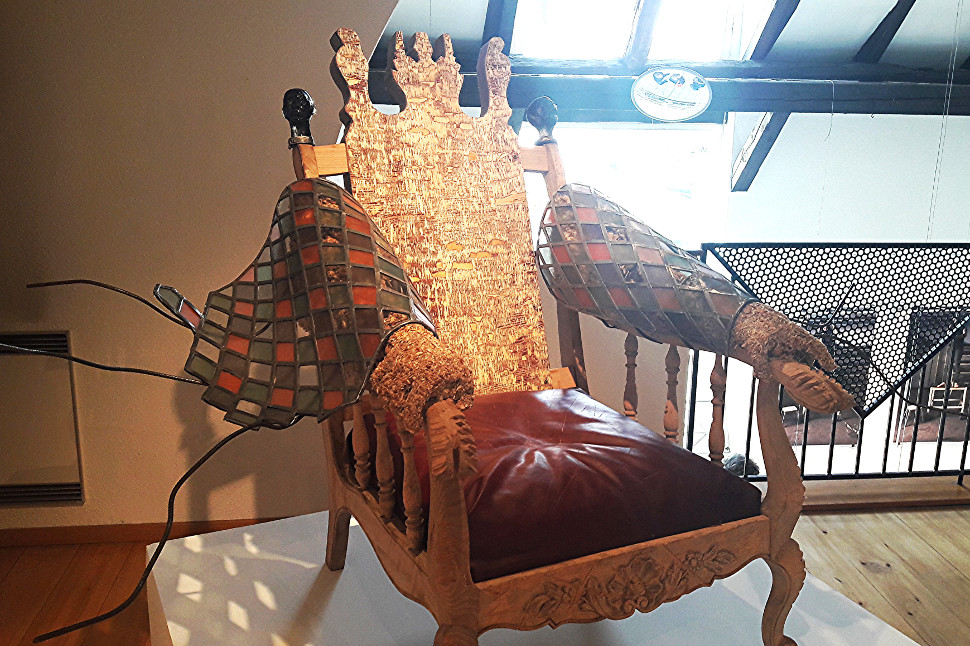 raphaellemathis-trone