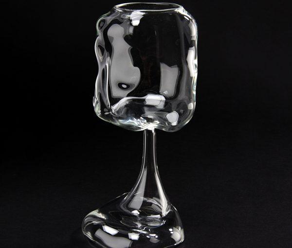 SIO, une étude singulière sur les rapports entre verre et nouvelles technologies dans la création contemporaine.