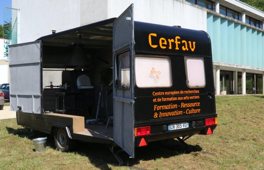 l'atelier verrier mobile de soufflage de verre du Cerfav