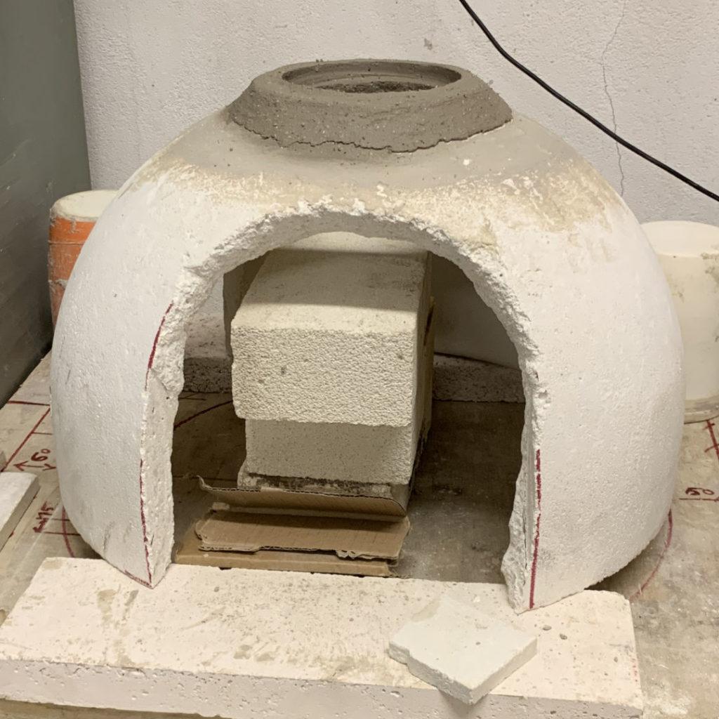 la fabrication du four verrier de l'atelier verrier mobile de soufflage de verre du Cerfav